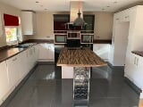 Photo White Gloss Fully Fitted Kitchen